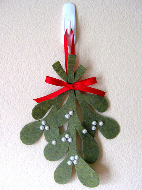 Mistletoe: Made with felt, ribbon and glued on small pearl balls